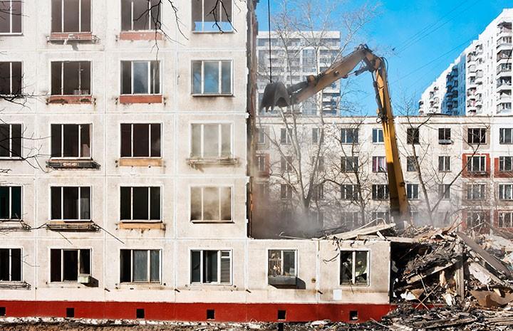 В столице России начали демонтаж очередной 5-этажки «первой волны»