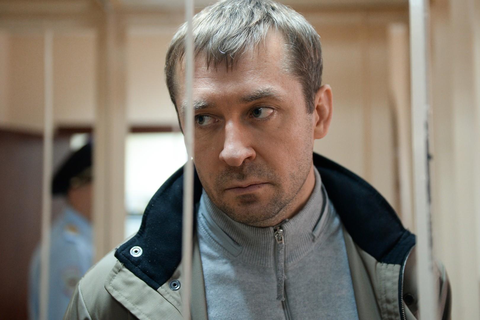 Найденные усемьи Захарченко миллиарды арестованы и были отправлены насчетаСК