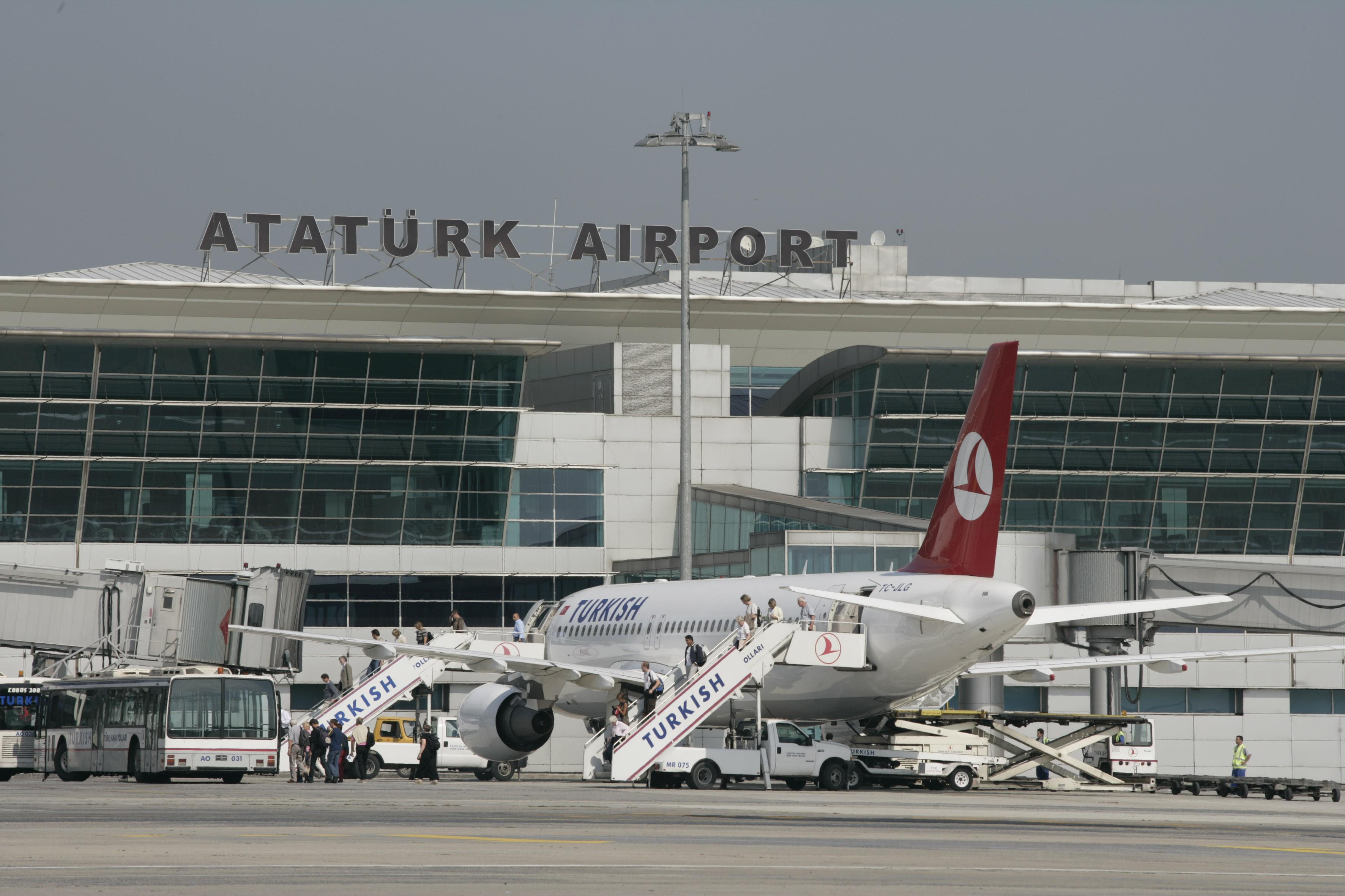 Поиск взрывчатки вукраинских самолетах вСтамбуле продолжается— МИД