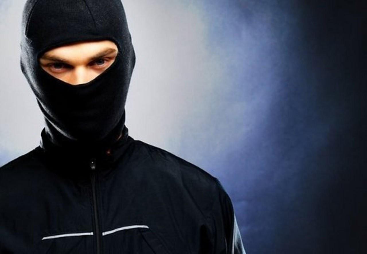 ВПетербурге мигрант отдельно напал науправление ФСБ