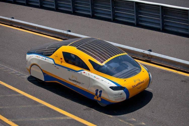 Студенты изПетербурга создали автомобиль, работающий отсолнечных батарей