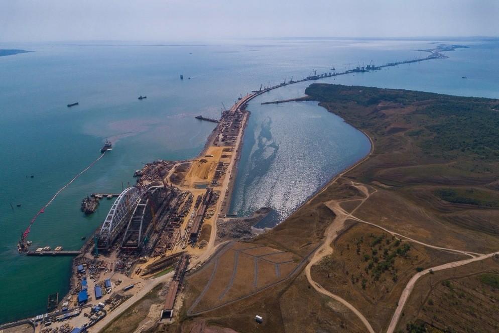 Автоподход кКрымскому мосту готов на65%