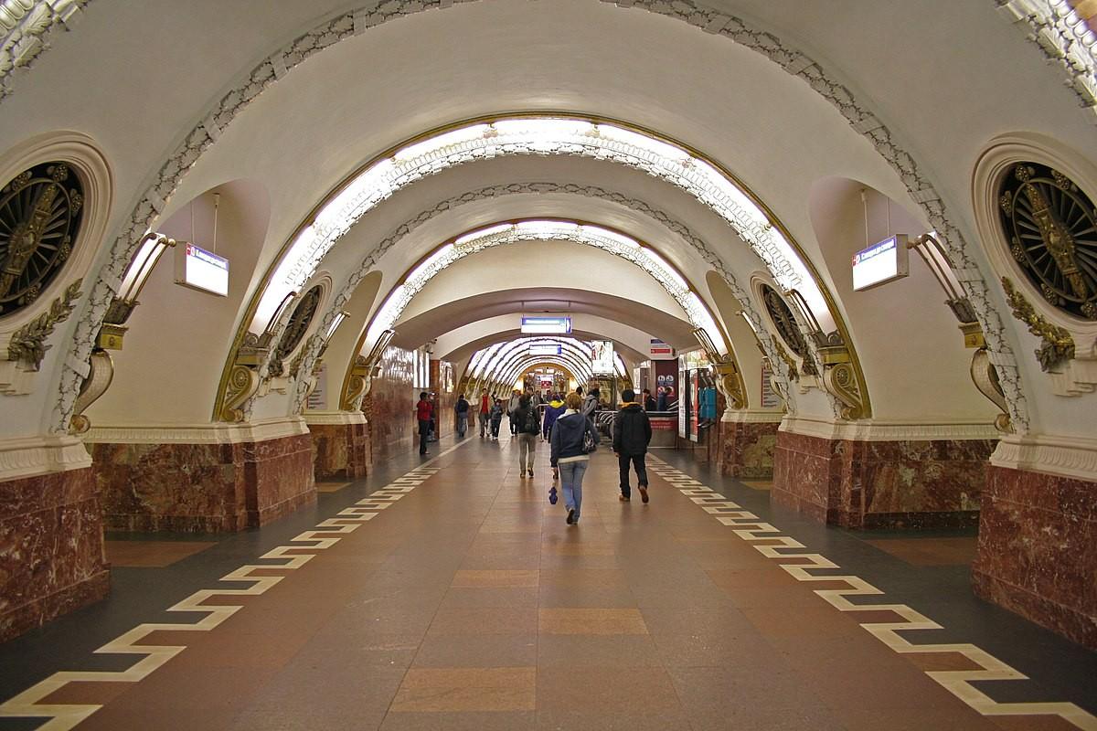 Настанции метро «Площадь Восстания» создалась давка