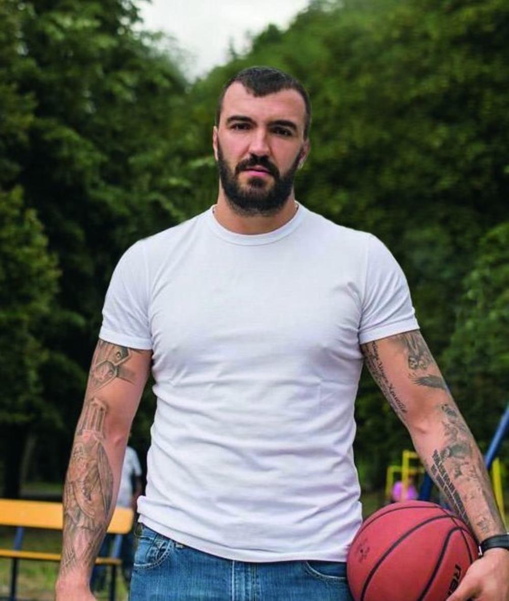 Сербская милиция нашла оружие инаркотики вмашине экс-баскетболиста НБА Пековича