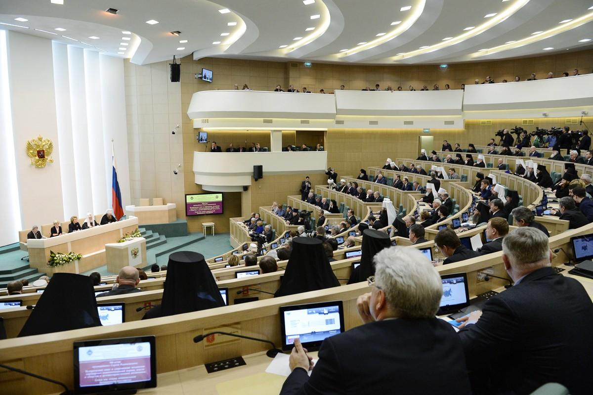 Пакет законопроектов о темных списках авиадебоширов одобрен Советом Федерации