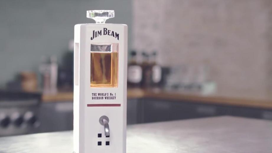 Jim Beam создала «умный» графин, наливающий виски покоманде
