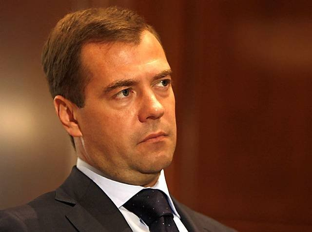 Медведев: Пособие порождению первого ребенка будет адресным