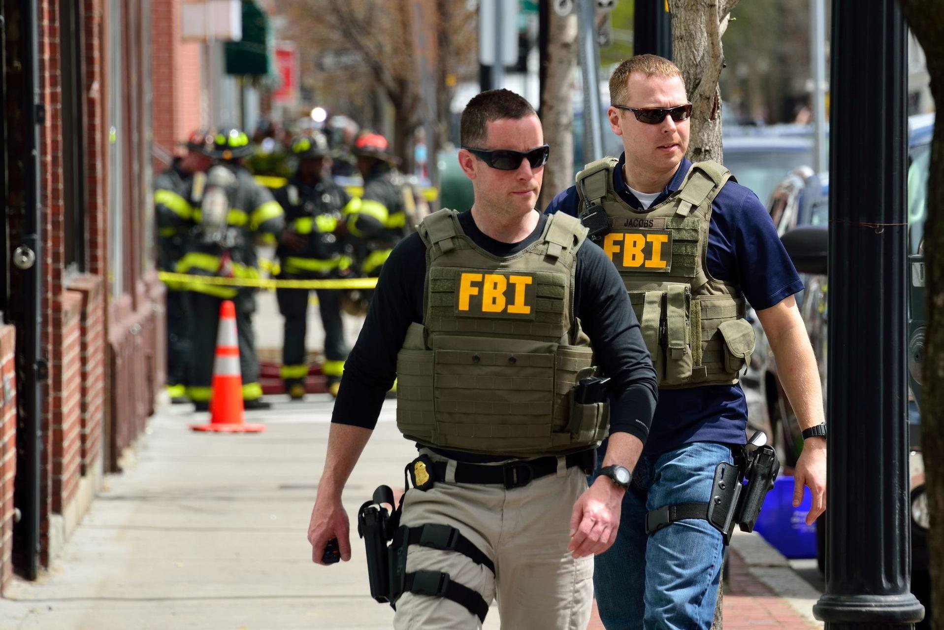 Руководитель ФБР пообещал продолжать аресты граждан России втретьих государствах
