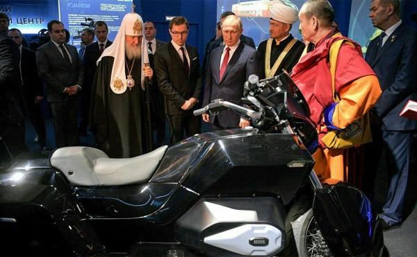 Путину рассказали о запуске беспилотных авто на трассе