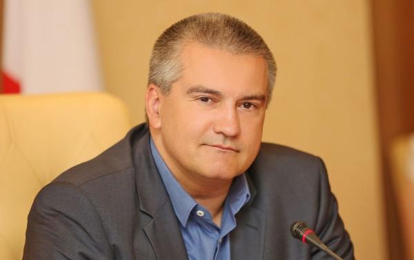 Аксенов: Мост в Крым сдадут в срок