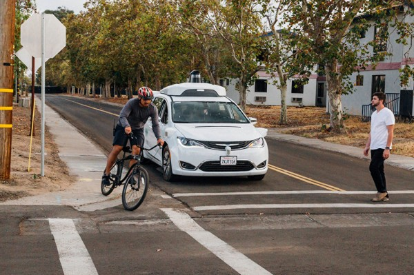 В Аризоне начались дорожные испытания беспилотных авто Waymo