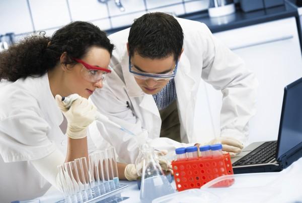 Ученые: Воздух превращается в топливо при помощи крема от загара