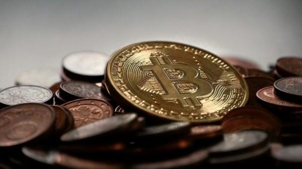 Курс биткоина рекордно превысил 7,8 тысяч долларов