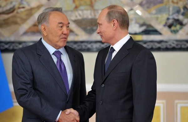 Назарбаев напомнил Путину, как они пили пиво в Челябинске 15 лет назад