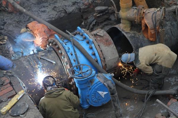 В Ростове из-за прорыва водопровода жители остались без воды