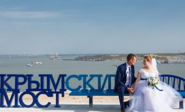 Возле Крымского моста построят площадку для селфи