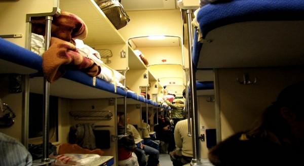 В РЖД объяснили, почему ездить в плацкарте дороже, чем летать на самолёте