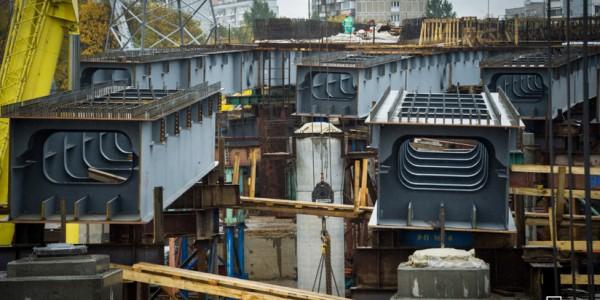 В Москве рабочие завершили бетонирование Крылатского моста