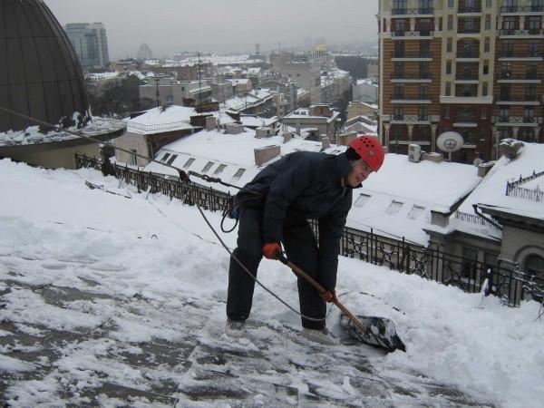 В Москве уборку крыш от снега контролировать будут камеры