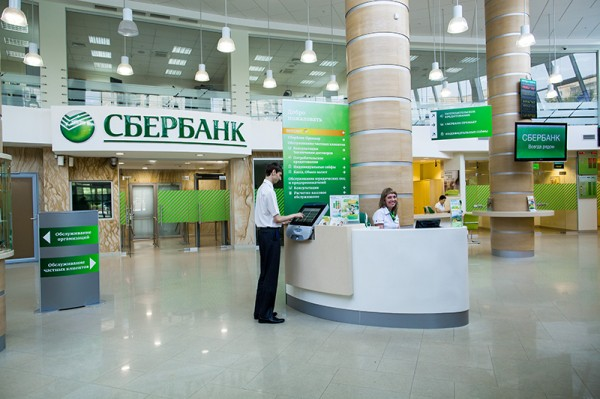 Клиенты Сбербанка смогут оплачивать покупки по QR-коду