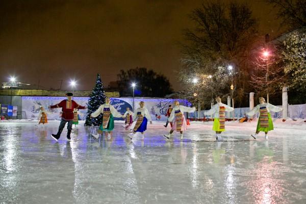 В Москве 200 катков залиты водой для получения искусственного льда