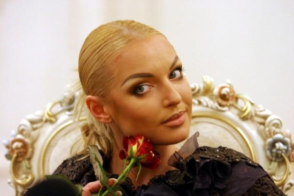 Анастасия Волочкова призвала поклонников помочь Сулейману Керимову