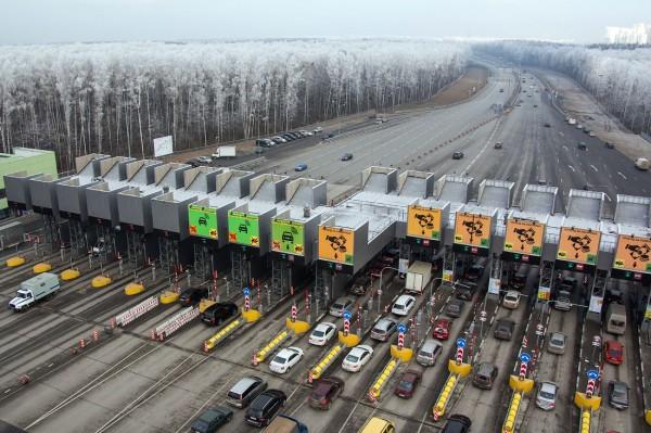В 2018 году сдадут платную трассу между Москвой и Петербургом