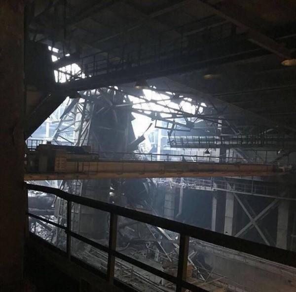 В Норильске штормовой ветер снес крышу завода