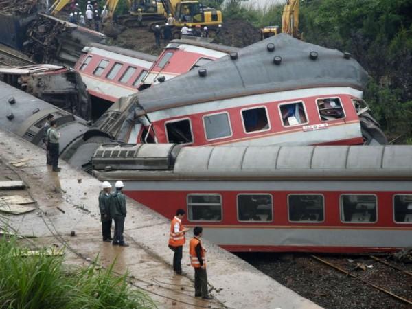 В Испании пассажирский поезд сошел с рельс, ранив 21 пассажира