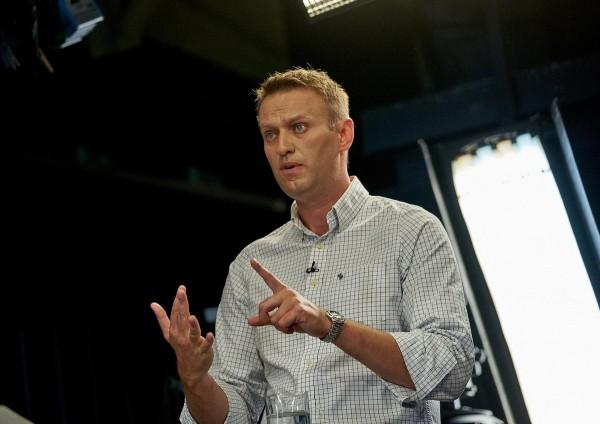 Навальный «распаковал» чехол для смартфона от Роснано за 10 млрд рублей