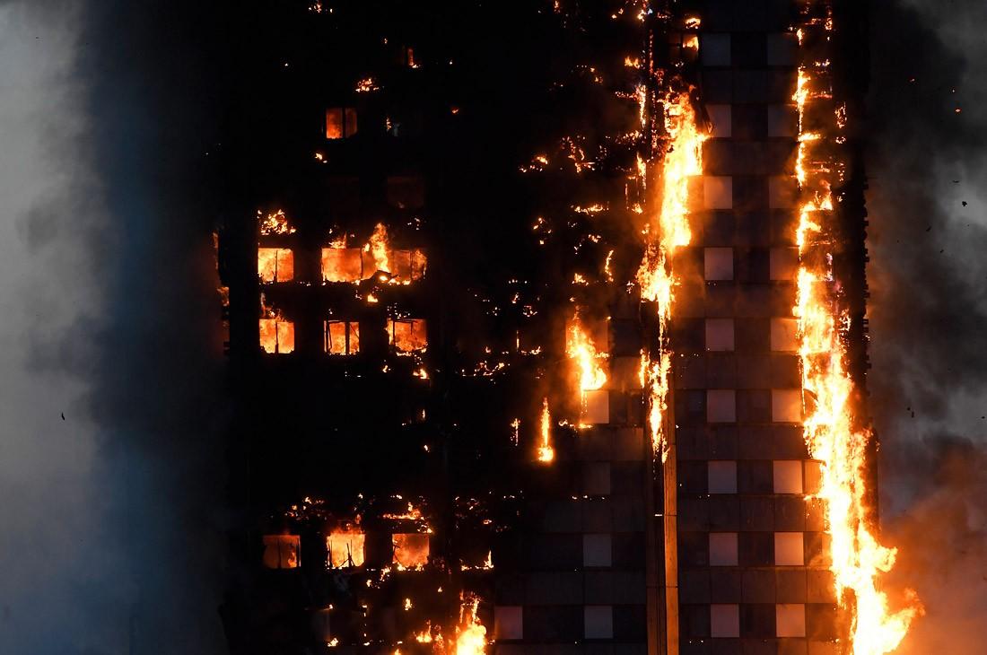 В российской столице из-за пожара эвакуировали жильцов 25-этажного дома