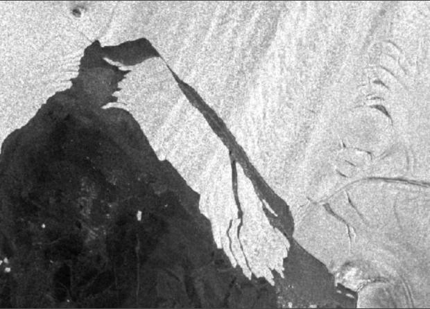 """""""Ледяное сердце"""" Антарктиды исчезло: ученые показали, что случилось с огромным айсбергом размером с Великобританию, отколовшимся от ..."""