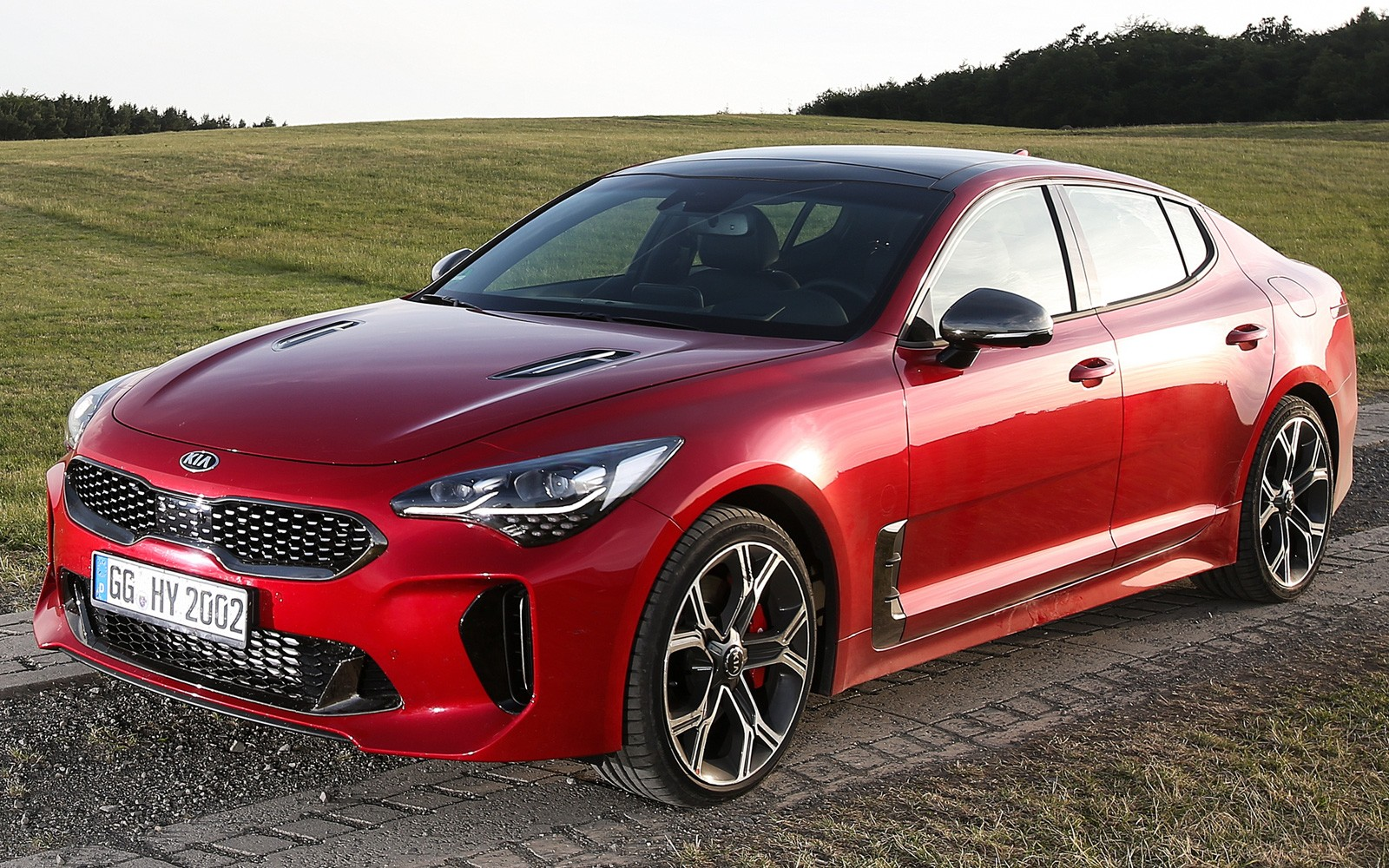 Новый спортивный автомобиль Кия Stinger получил ОТС для Российской Федерации