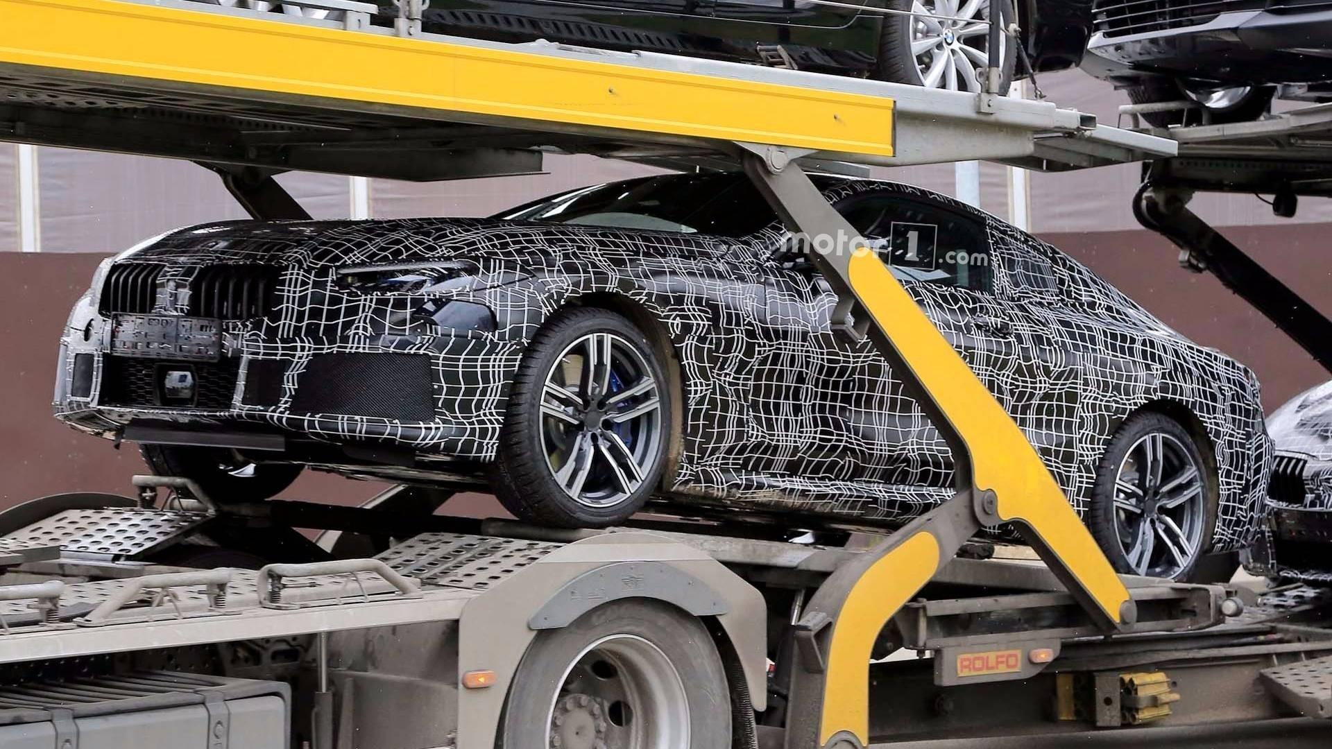 БМВ тестирует новый купе 8-Series на трассах общего пользования