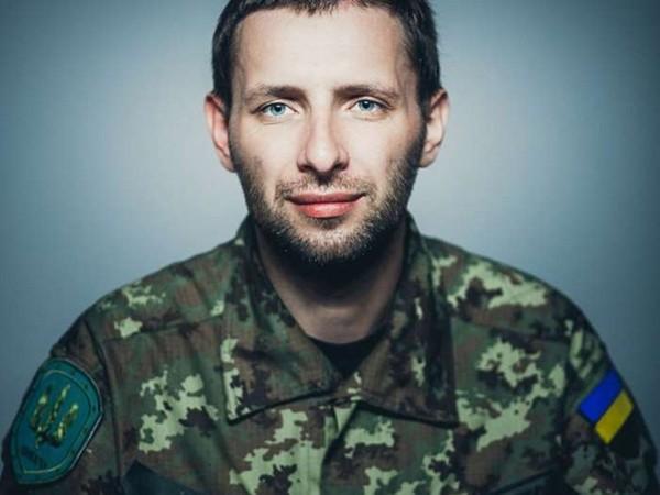 Украинский депутат, защищая карателей, напал наполицейского