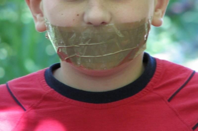 Воспитатель детского сада вЯкутии заклеила ребенку рот скотчем