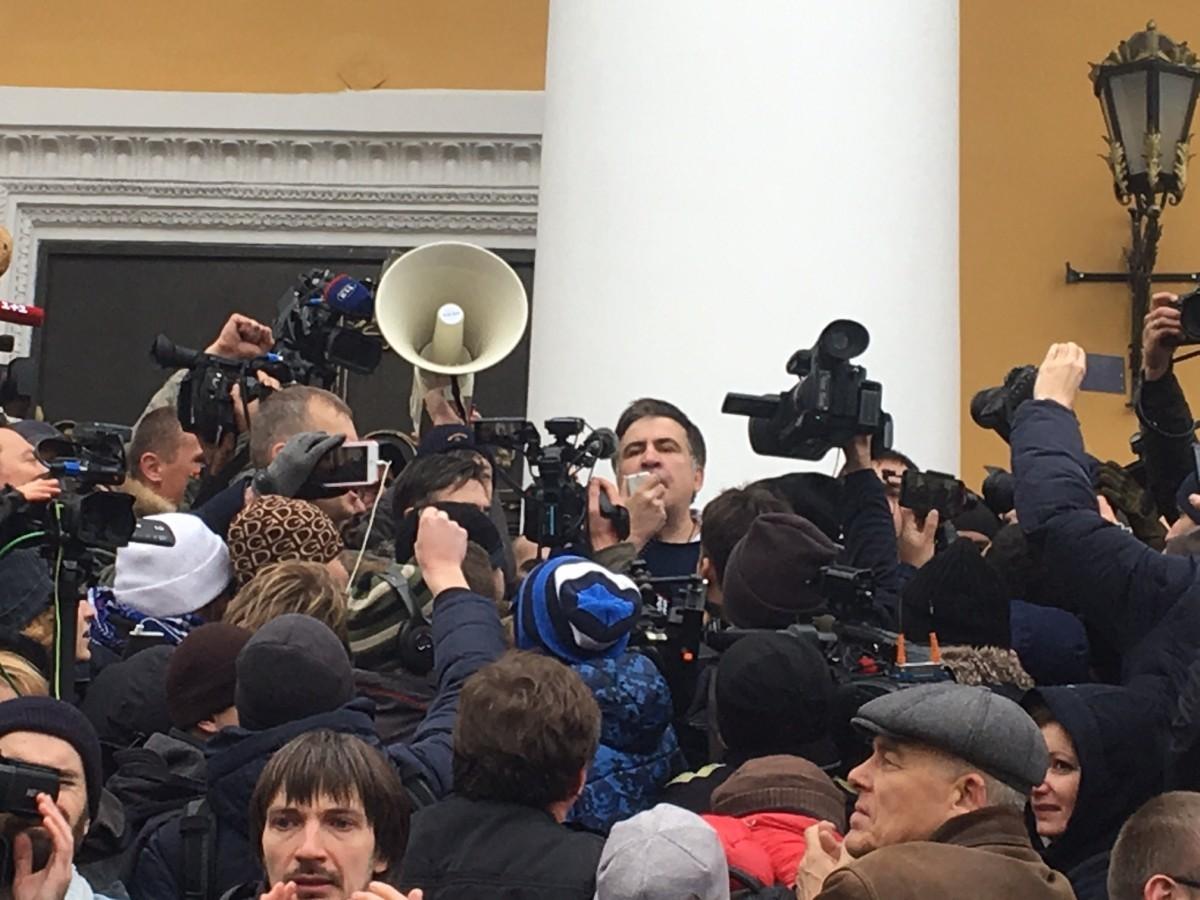 Луценко: Саакашвили захватил помещение комитета Рады