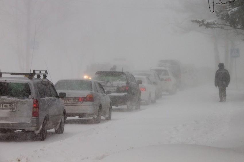 Натрассе Самара-Оренбург из-за снегопада ограничено движение