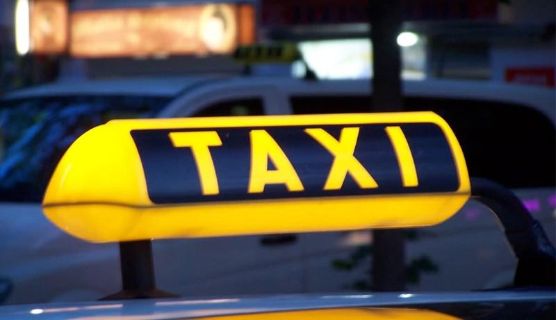 Областных чиновников будут возить таксисты
