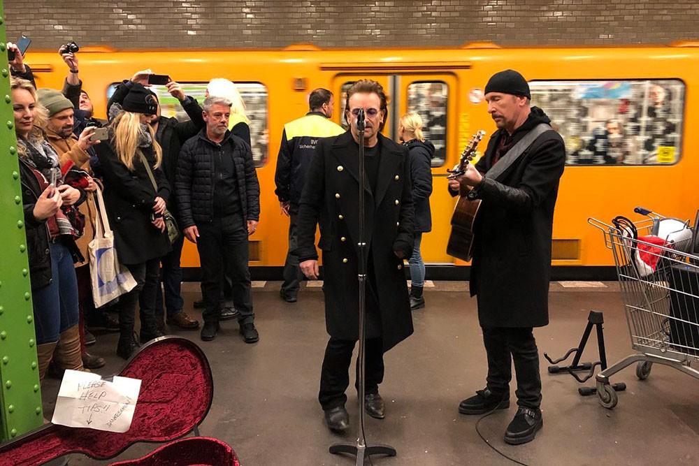 Ихтам неждали! Группа U2 выступила вберлинском метро