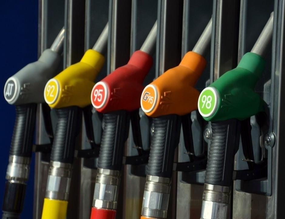 ВОмске отмечен безостановочный рост цен набензин