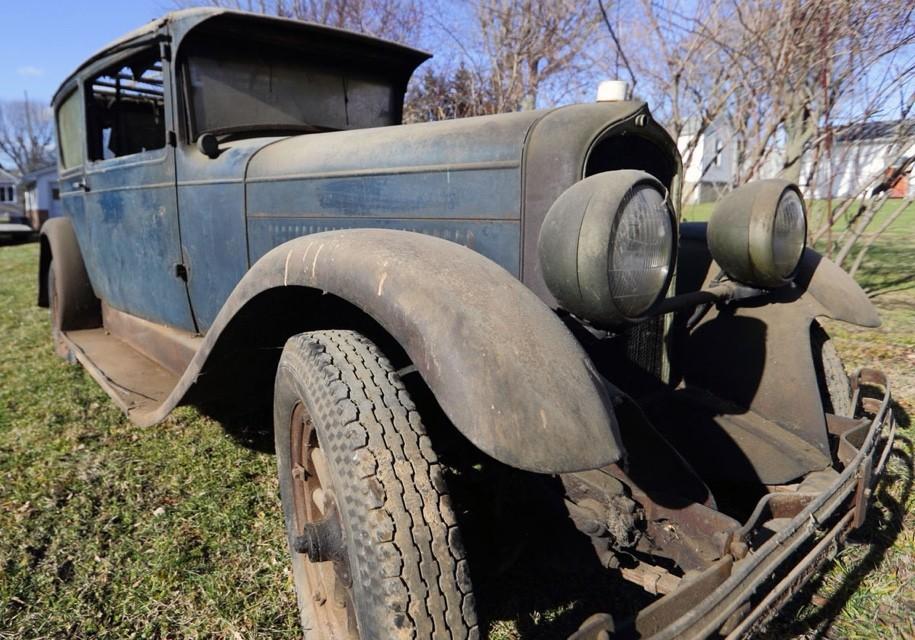 ВСША отыскали простоявший полвека вгараже 90-летний автомобиль
