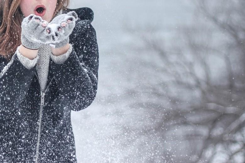 Видео срадующимся снегу жителем США набрало неменее 18 тыс. лайков