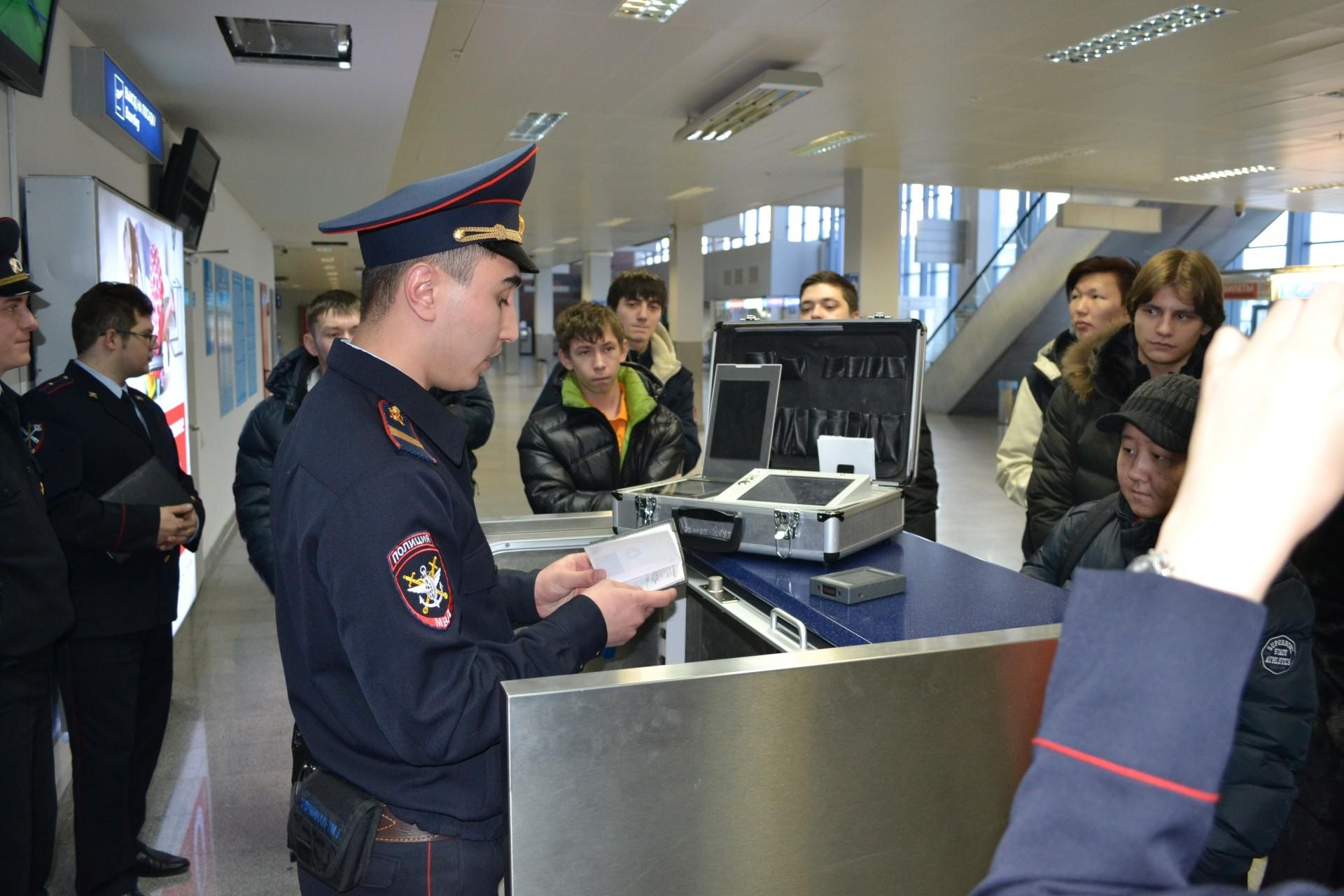 Двое нетрезвых дебоширов задержали рейс из столицы вСочи