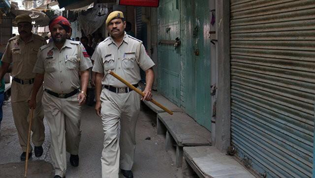 ВИндии полицейский открыл огонь посослуживцам