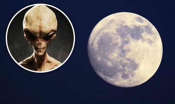 Сенсационные фотографии «инопланетянина срюкзаком» стали интернет-хитом