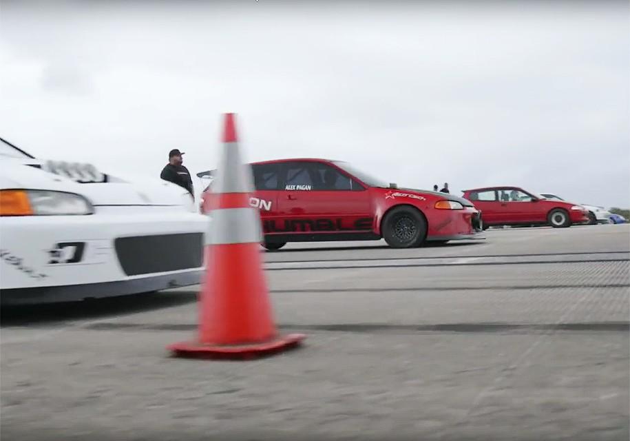 Восемь самых быстрых вСША хэтчбеков Хонда отCivic устроили гонку