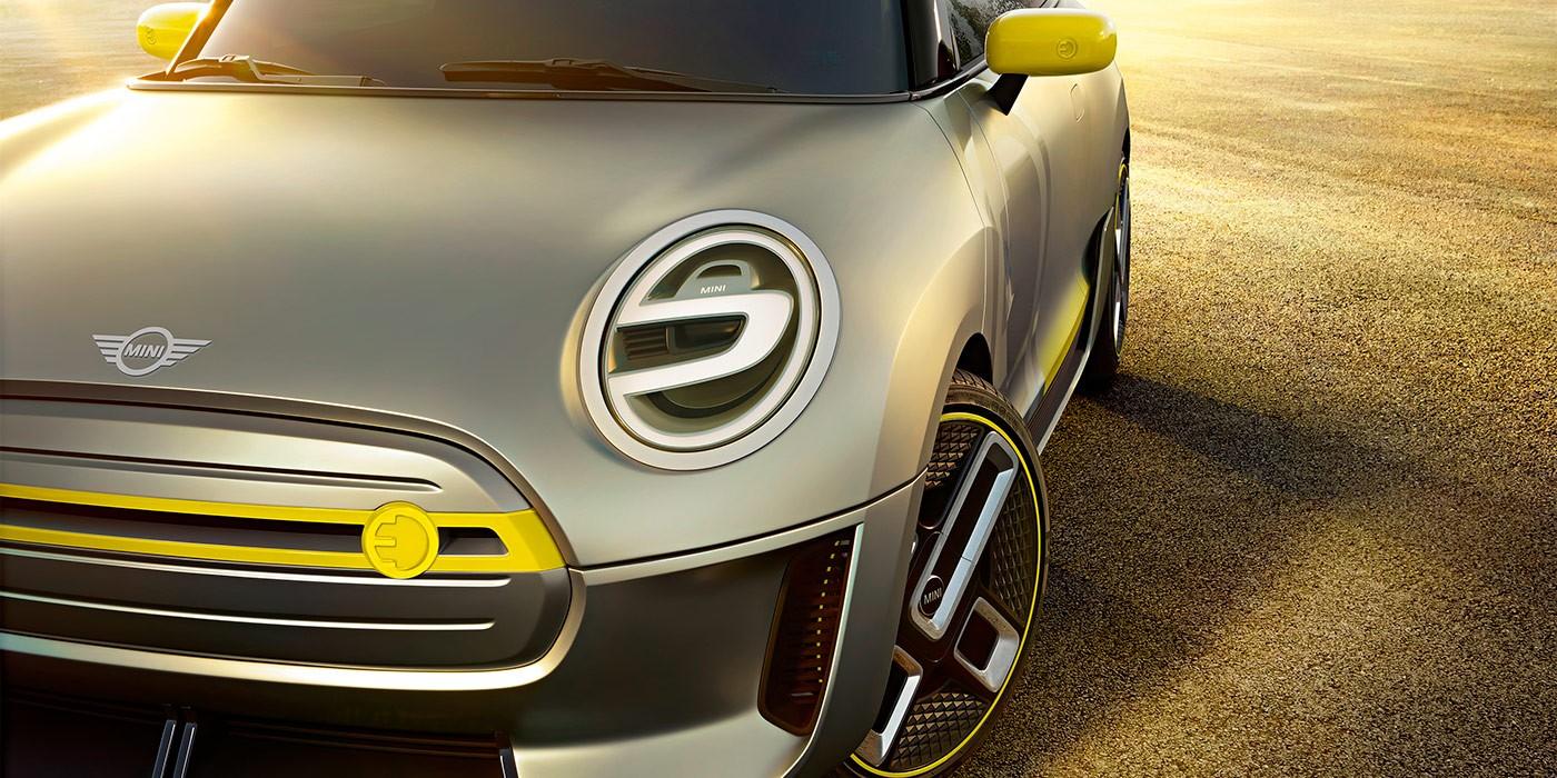 Бренд Мини продемонстрировал новый знак, который появится наавтомобилях с2018 года