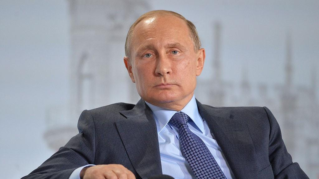 Путин поручил кабмину ограничить рост тарифов наэлектроэнергию уровнем инфляции