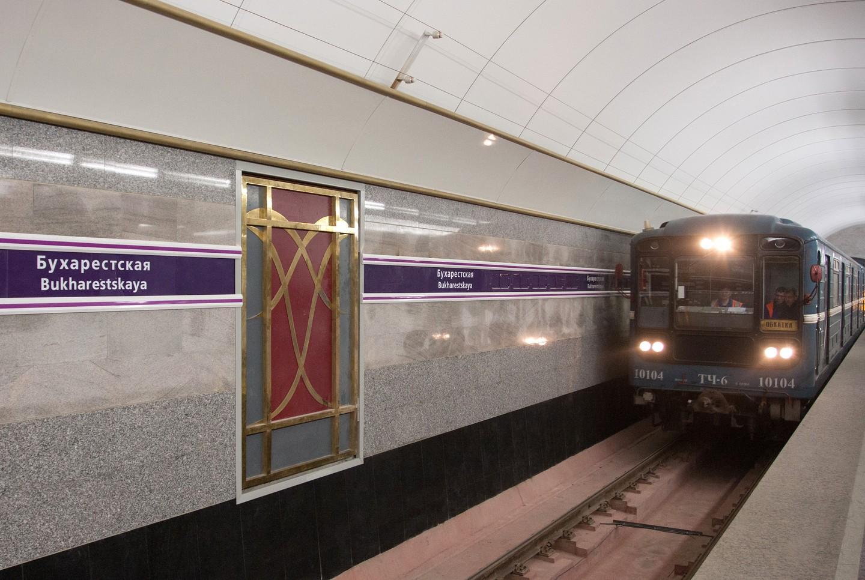 ВПетербурге сразницей в15 мин. закрыли две станции метро